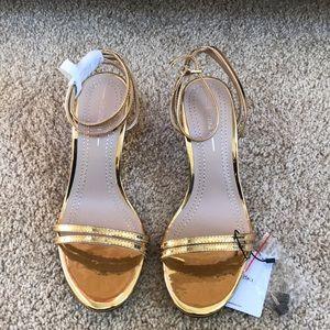 NWT! Bershka SZ 5, metallic high heeled sandals